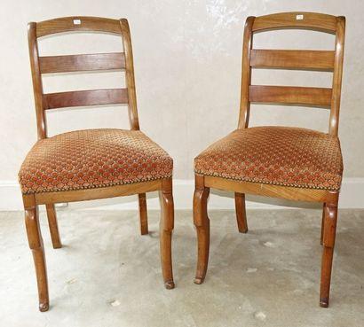 Deux paires de chaises en bois fruitier:...