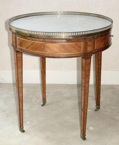 Table bouillotte en bois de placage, ouvrant...