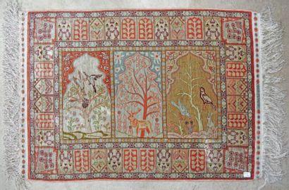 Petit tapis persan en soie à trois registres...