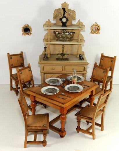 Salle à manger, composée d'un buffet de chasse...