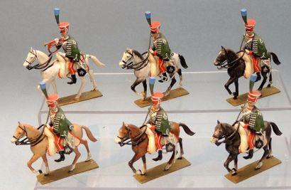Six Cavaliers de la Garde d'Honneur au défilé dont Trompette.