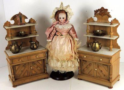 Deux vaisseliers en bois et étagères en marbre,...