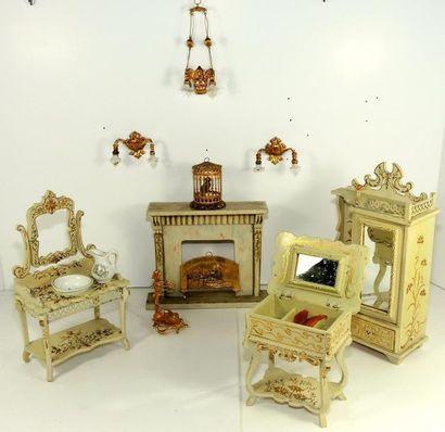 Mobilier de salon en bois peint, composé...