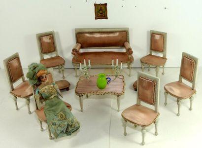 Mobilier de salon en soie rose composé d'un...