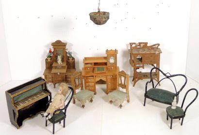 Ensemble de mobilier divers comprenant bureau...