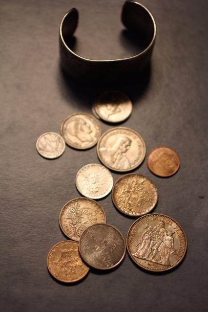 Lot de monnaies et bracelet