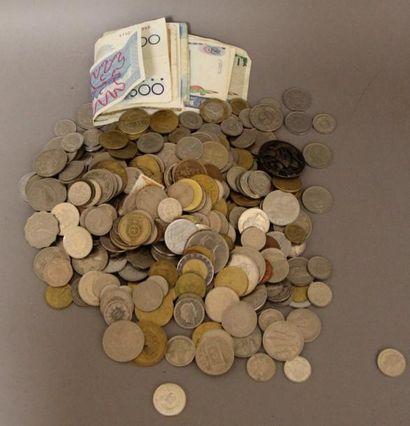 Lot de vieux billets de banque et pièces