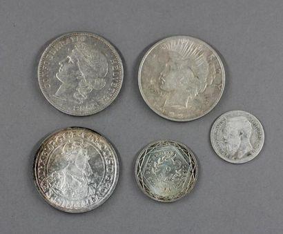 Lot de pièces en argent :  - une pièce commémorative...