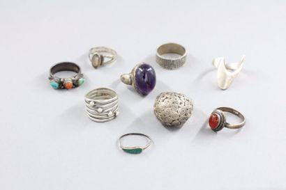Lot de neuf bagues en argent 925°/°° et pierres...