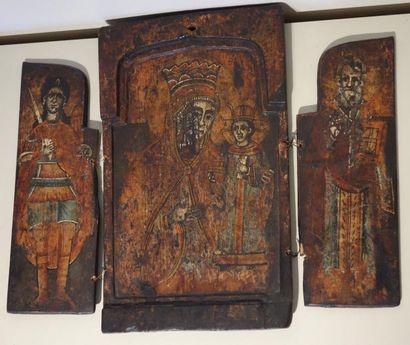 Icone triptyque en bois peint représentant...