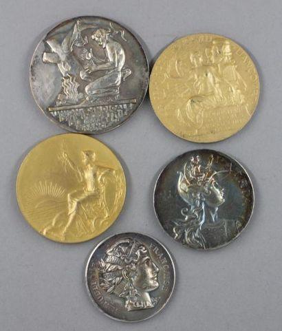 Cinq médailles en bronze et bronze argen...