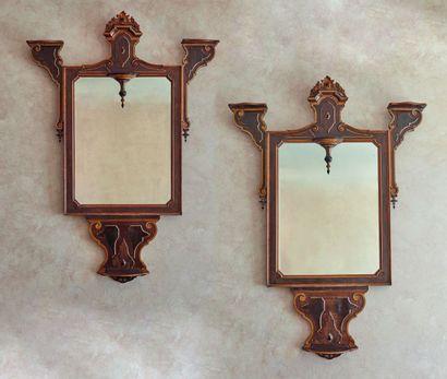 *Paire de grands miroirs en bois de placage...