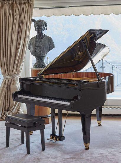 *SCHIMMEL. Piano demi-queue en laque noire. Numéro...