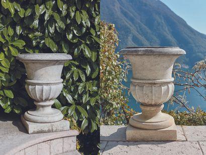 *Paire de vases de jardin en marbre blanc...