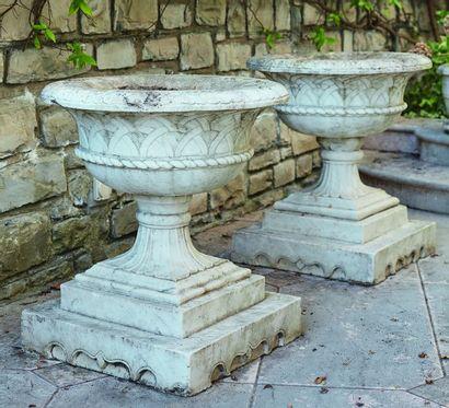 *Paire d'importantes jardinières en marbre...