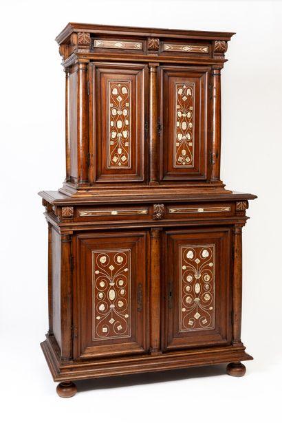 Cabinet à deux corps en bois naturel, marqueterie...