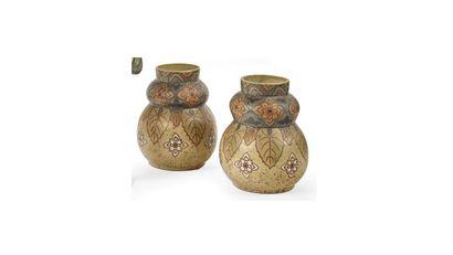 REVERNAY  Paire de vases en céramique à...