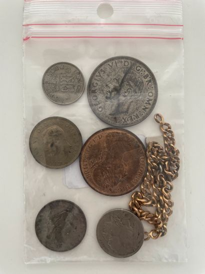 Pièces de monnaies et gourmette en métal...