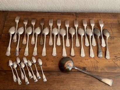 Partie de ménagère en métal argenté comprenant...
