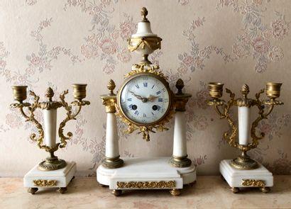 * Garniture de cheminée en marbre blanc et...