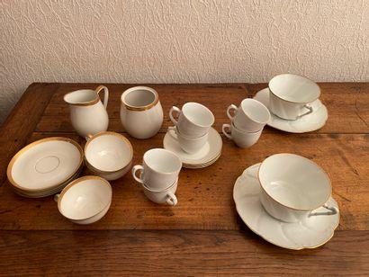 Pièces en porcelaine de Limoges blanche à...