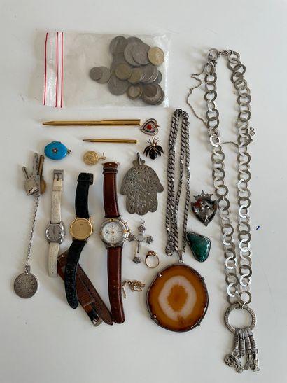 * Ensemble comprenant bijoux fantaisie et...