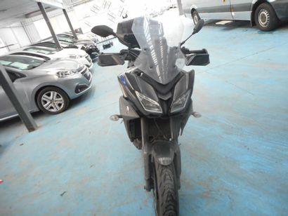 MTT2 YAMAHA TRACER900 SOLO de couleur noire...