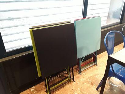 Mobilier de terrase :  7 tables pliantes...