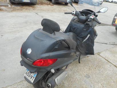 TM PIAGGIO TMP2 de couleur Noire  Carburant : ES  Puissance Administrative : 4 CV...