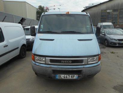 CTTE IVECO DAILY FOURGON de couleur Bleue  Carburant : GO  Puissance Administrative...