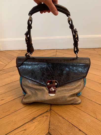 BALENCIAGA  Sac à main taupe, marron et turquoise.  34 x 22 cm environ (sans l'anse)...