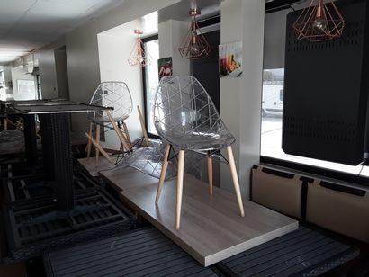 * 19 tables bois stratifié 4 ou 2 couverts...