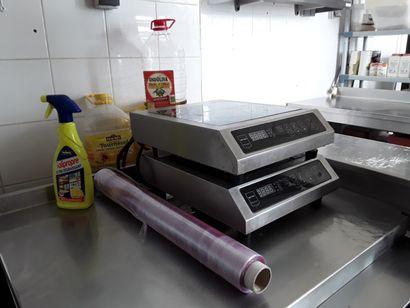 * 2 plaques de cuisson à induction METRO