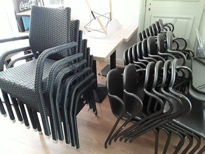 * 12 tables de terrasse tressées  (Dimensions...