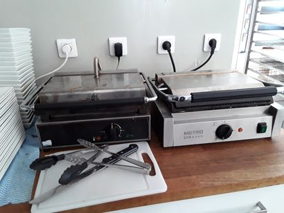 * 2 machines à panini