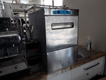 * Lave vaisselle HORECA  Dimensions : 68...