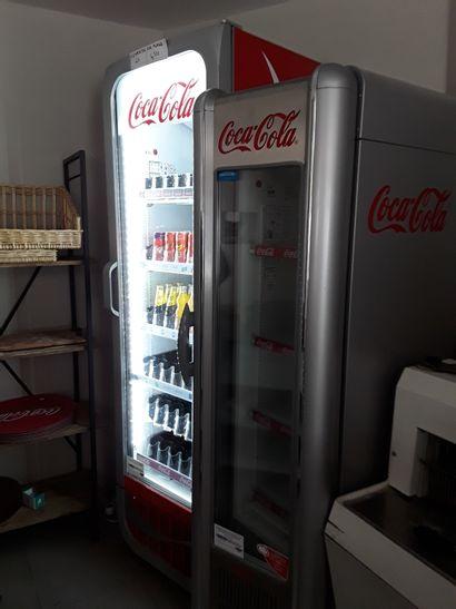 * 2 vitrines réfrigérées COCA-COLA  FRIGOGLASS...