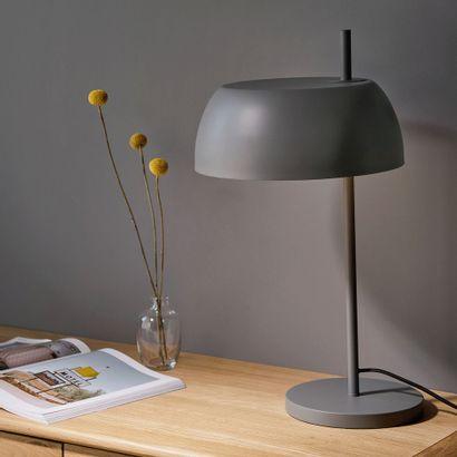2 x Lampe en métal - gris restanque h54xd30cm  Prix public : 58 €  Frais de port...
