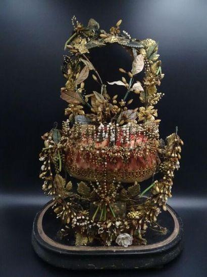 Globe de mariée Contenant une couronne de mariée constitué de petites fleurs d'oranger...