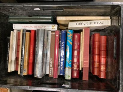 [Arts]. LOT de trois caisses de documentations et de livres reliés et brochés [Arts]...