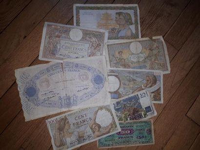 Lot de 8 billets de banque, certains accidentés....