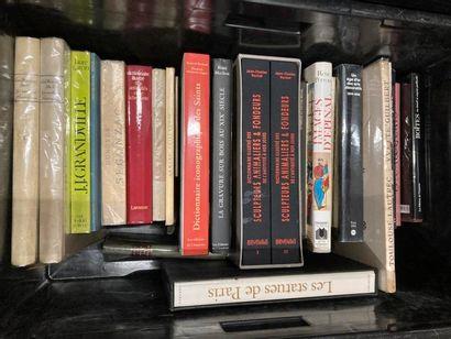[Arts]. LOT de deux caisses de documentations et de livres reliés et brochés