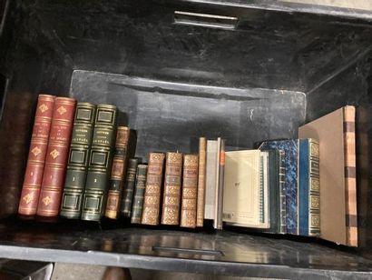 Littérature. 3 CAISSES de livres reliés ou brochés, XVIIIe au XXe Littérature. 3...