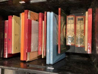 [Enfantina et bandes dessinées]. LOT de trois caisses de documentations et de livres reliés et brochés