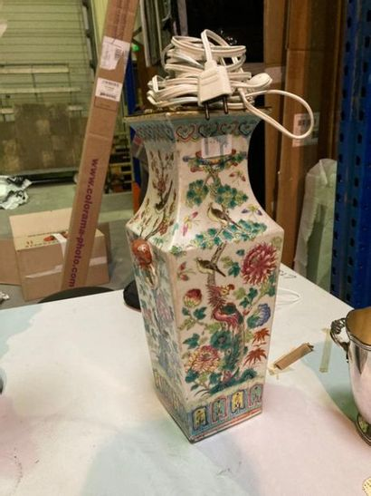 CHINE - fin XIXe siècle : Vase en porcelaine...