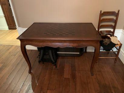 TABLE A JEUX formant billard. Style Louis...