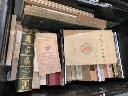 [Militaria]. LOT de trois caisses de documentations et de livres reliés et brochés