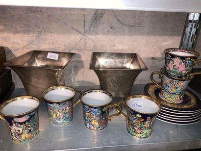 Suite de six tasses et leurs sous-tasses...