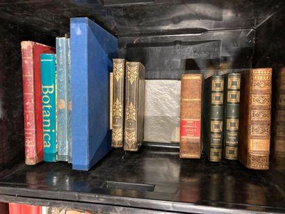 [Sciences]. LOT de deux caisses de documentations et de livres reliés et brochés