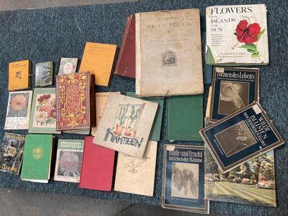 [Documentation. Fleurs, Flore]. [Documentation. Fleurs, Flore]. Lot d'ouvrages de...
